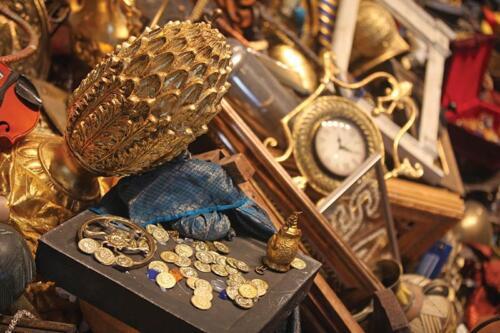 παλαιοπωλείο αθήνα αγορά έπιπλα βιβλία δίσκους πίνακες κομπολόγια κεντήματα φο μπιζού διάφορα παλαιά αντικείμενα αντίκες Κολωνάκι antikesathina
